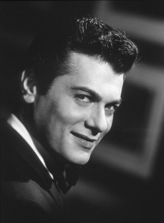 20101015134525-tony-curtis.jpg